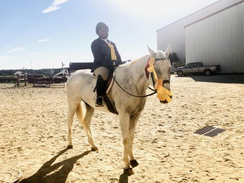 Sophomore Simone Chapman named champion at Williamston horse show